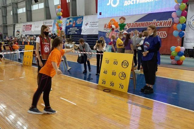 В спортивном комплексе им. Сухарева собрались почти 350 ребят со всего Пермского края.
