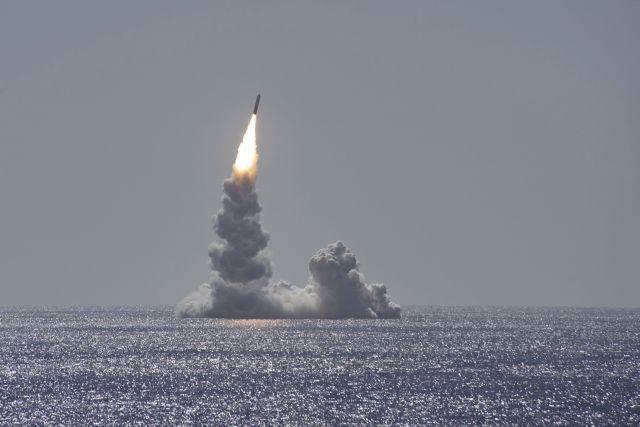 Запуск ракеты системы стратегического вооружения Trident II (D5LE) с подводной лодки с баллистическими ракетами класса Ohio USS Maine (SSBN 741) у побережья Сан-Диего, Калифорния, 2020 г.