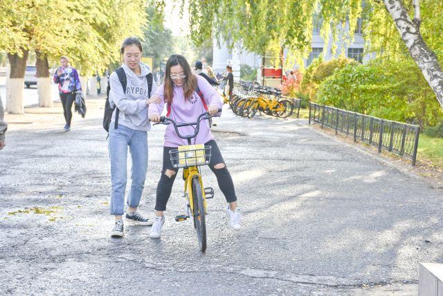 Эксперты назвали главные уязвимые места приложений для аренды  самокатов и велосипедов.