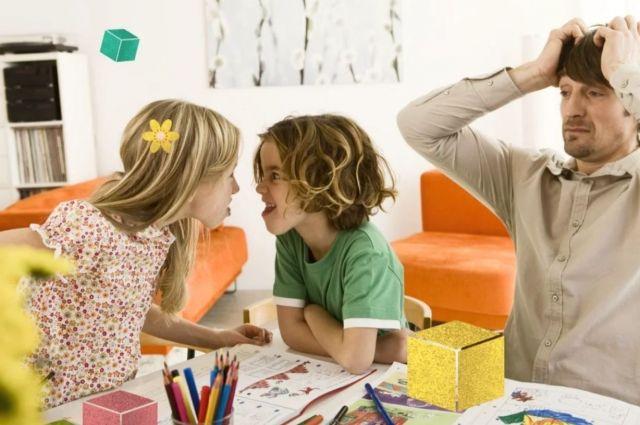 Делать уроки с детьми во время удаленки – испытание не для папиных нервов.