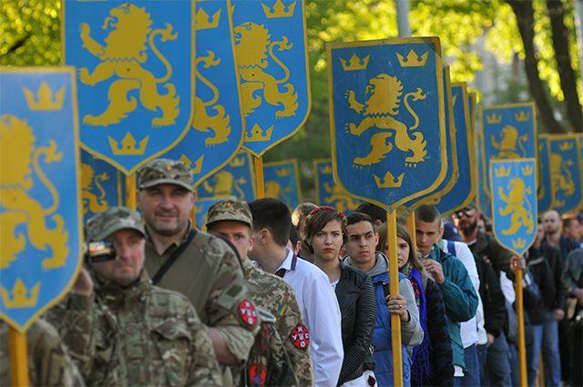 Участники марша вчесть годовщины создания дивизии СС«Галичина» воЛьвове.