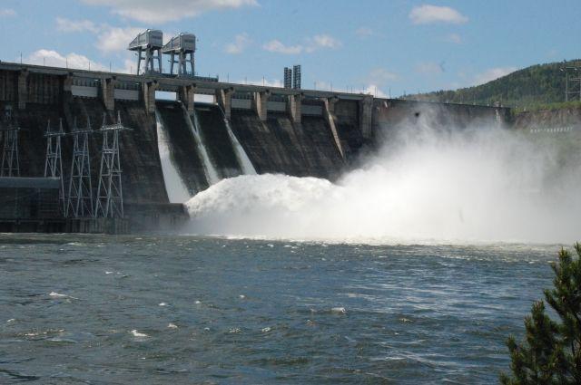 Сейчас ГЭС сбрасывает 7 тыс. кубометров в секунду.