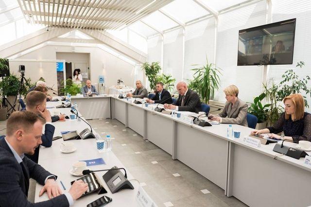 Федеральный оргкомитет утвердил проект списка партии на выборах в Госдуму.