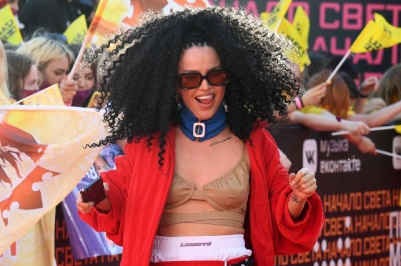 Лучшей исполнительницей признана певица Zivert.