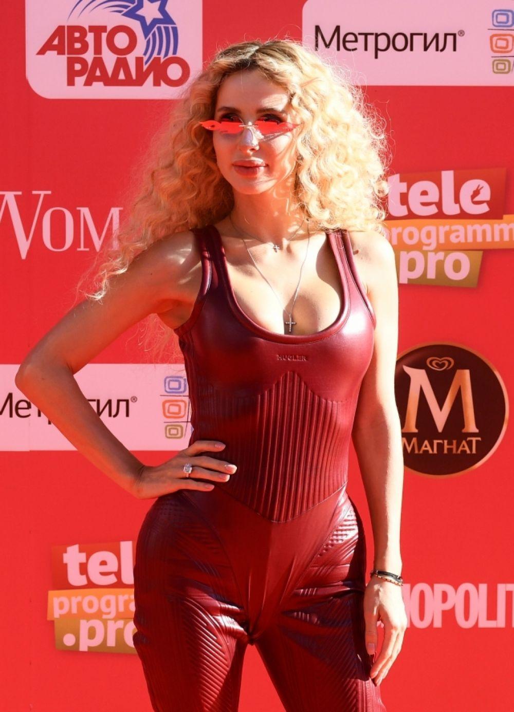 Певица LOBODA полчила награду за лучшее женское видео «moLOko».