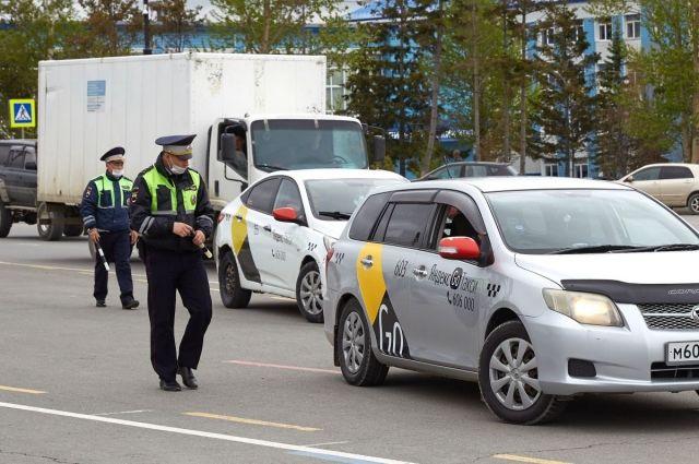 Не все таксисты смогли предоставить нужные для перевозок документы.