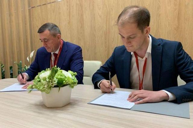 Глава островного региона Валерий Лимаренко и гендиректор фонда «Стратегия будущего» Станислав Неверов подписали соответствующее соглашение.