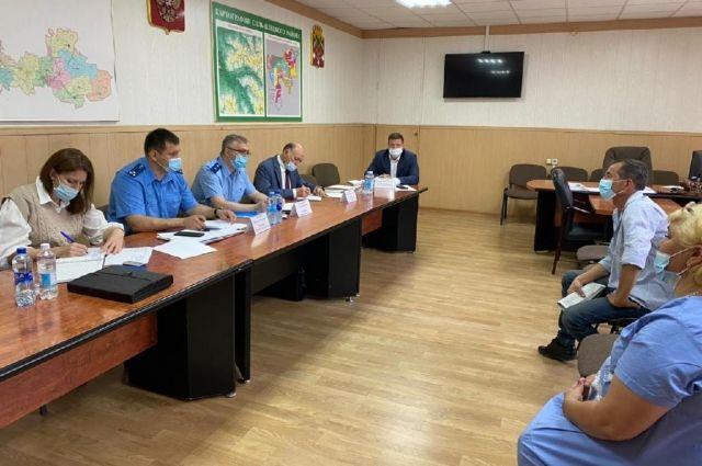 Прокурор Оренбуржья жестко предупредил главу Соль-Илецкого округа о недопустимости выявленных нарушений в сфере ЖКХ.