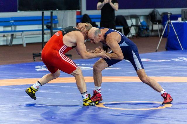 В Новосибирске прошли соревнования по греко-римской борьбе памяти Барбашова