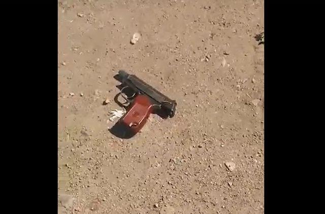 По словам очевидцев, у мужчины был газовый пистолет.