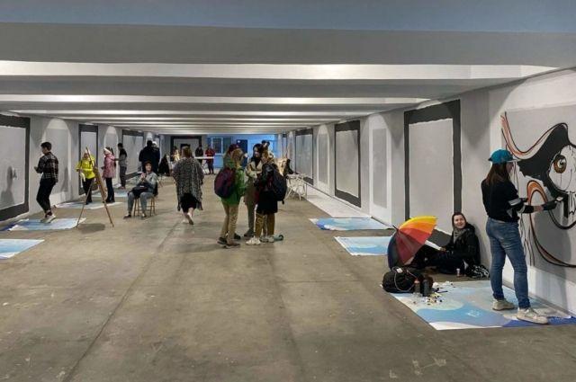 Преображение стен проходит в рамках проекта «Культурный портал на Белинского».