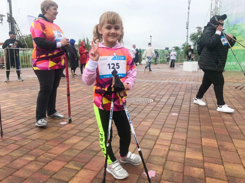 Маленькая участница забега «Зелёный марафон».