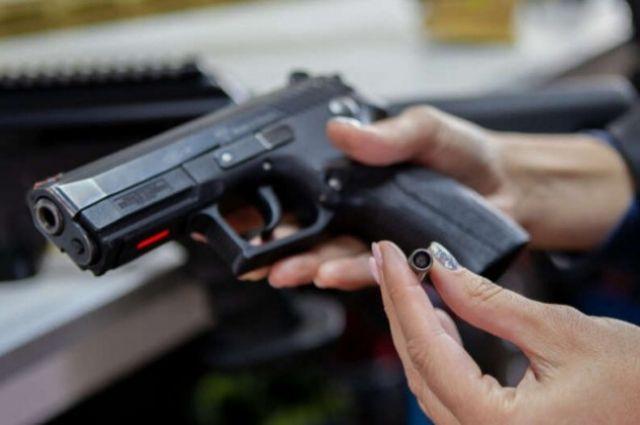В Украине могут разрешить адвокатам носить с собой травматическое оружие.