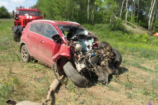 Водитель иномарки не справился с управлением и столкнулся с нефтевозом Scania.