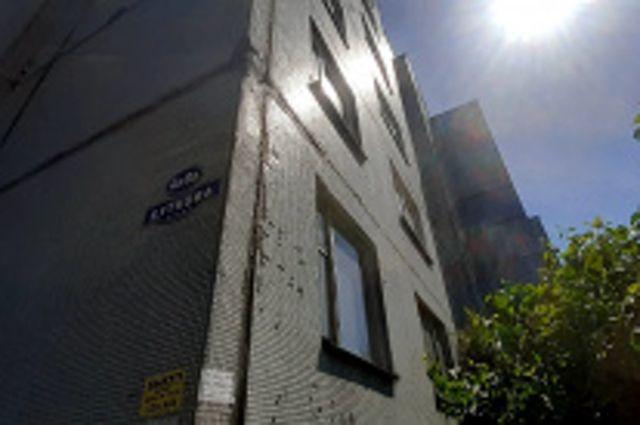 Жителям десяти домов с улиц Баграмяна и Буткова поставят новые окна