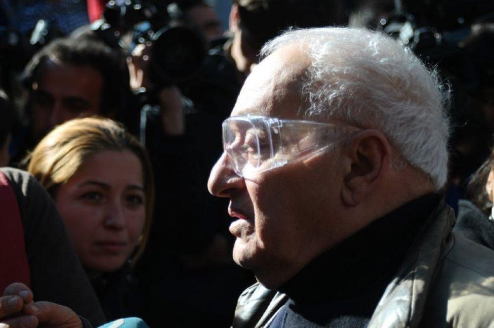 Резо Габриадзе на торжественном открытии башни Тбилисского государственного театра марионеток им. Резо Габриадзе (2010 год)