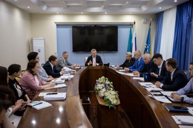 На аппаратном совещании мэр областного центра Сергей Надсадин распорядился завершить отопительный сезон в городе в ночь с 9 на 10 июня.