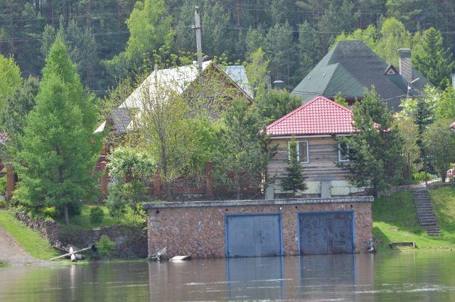 Жильцы домов были заранее эвакуированы.