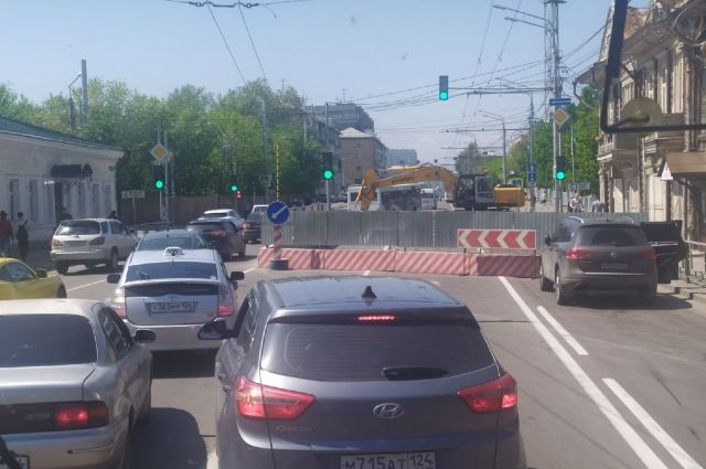 Движение транспорта ограничено на перекрестке ул. Ленина – ул. Перенсона.