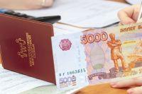 На подготовку к школе детям из многодетных малообеспеченных семей с прошлого года выплачивают по пять тысяч рублей.