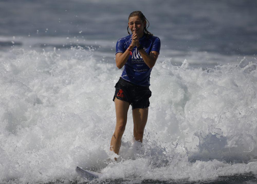 Канадская серфингистка Бетани Зеласко
