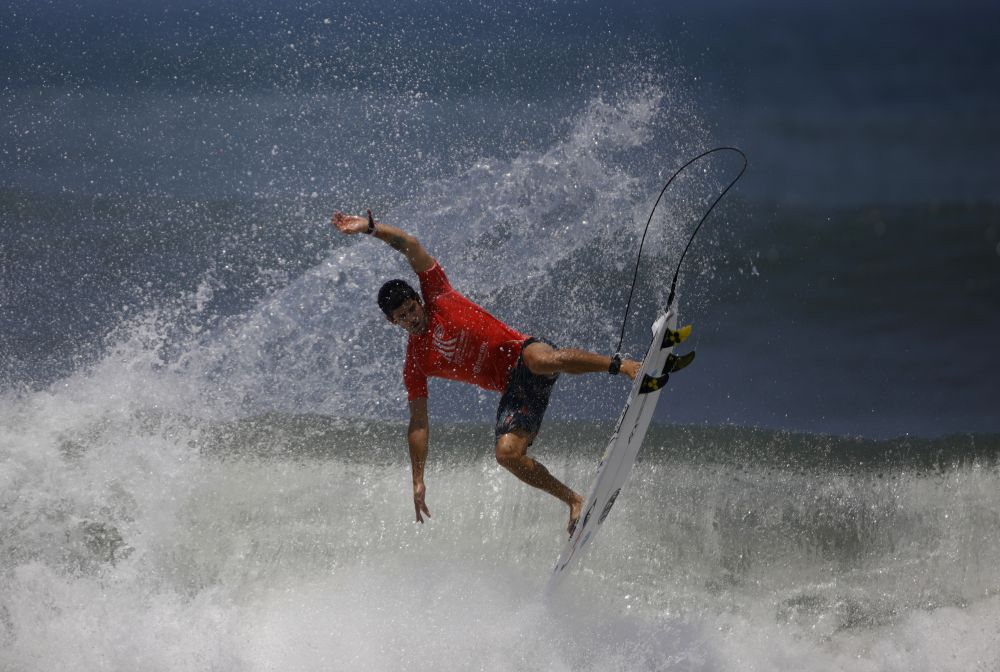 Чилийский сёрфер Мануэль Сельман