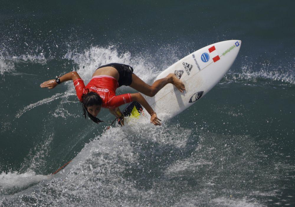 Перуанская серфингистка Даниэлла Роза