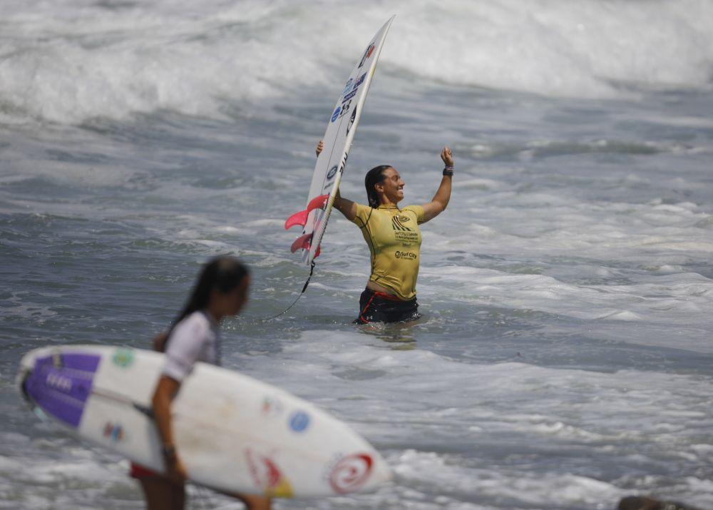 Австралийская серфингистка Салли Фитцгиббонс