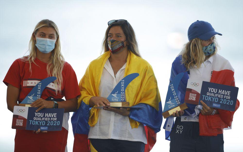 Серфингистки: из Коста-Рики Лейлани МакГонагл, из Эквадора Доминик Барона и из Франции Паулина Адо
