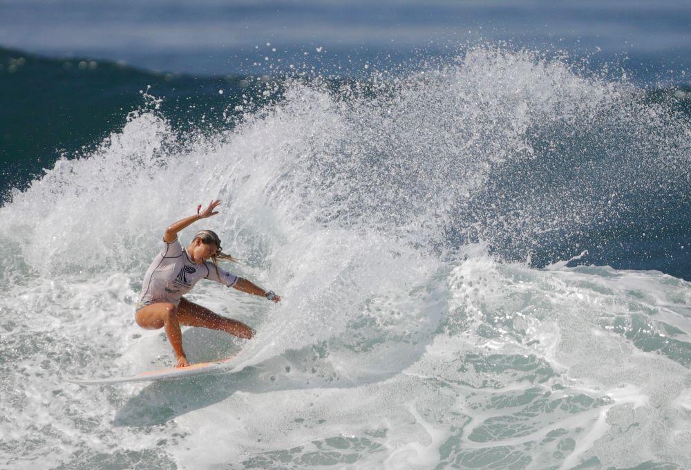 Серфингистка из Коста-Рики Лейлани МакГонагл