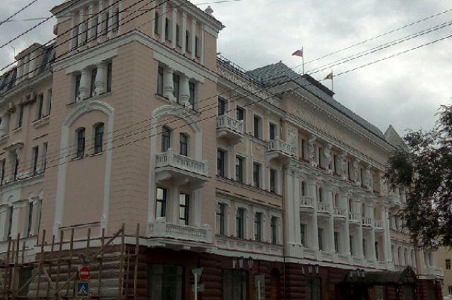 В администрации города сообщили, что Владимир Ильиных находится в отпуске без содержания.