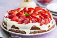 Заварной торт с клубникой: рецепт особенного десерта