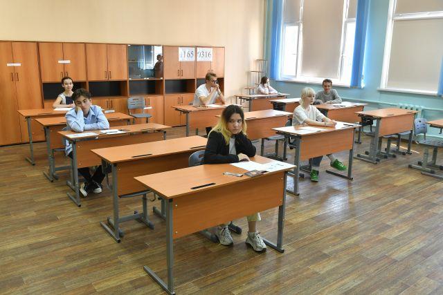 Московская школа № 1500 в день начала ЕГЭ по русскому языку.