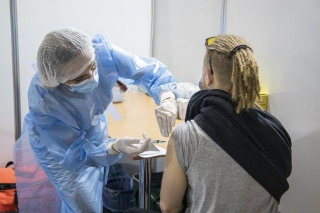 В Херсонской области начали вакцинировать жителей Крыма.