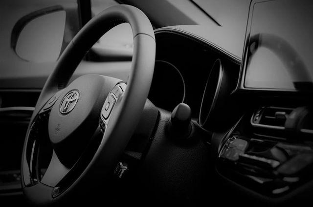 Сотрудники ДПС вернули оренбурженке угнанную у нее Toyota Camry.