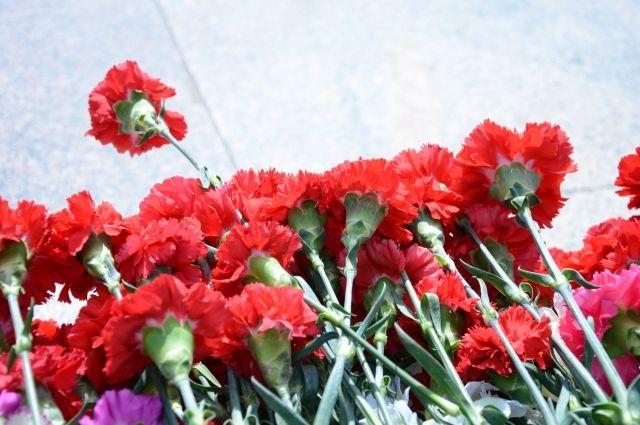 Открытие мемориала приурочили ко Дню города и Дню России.
