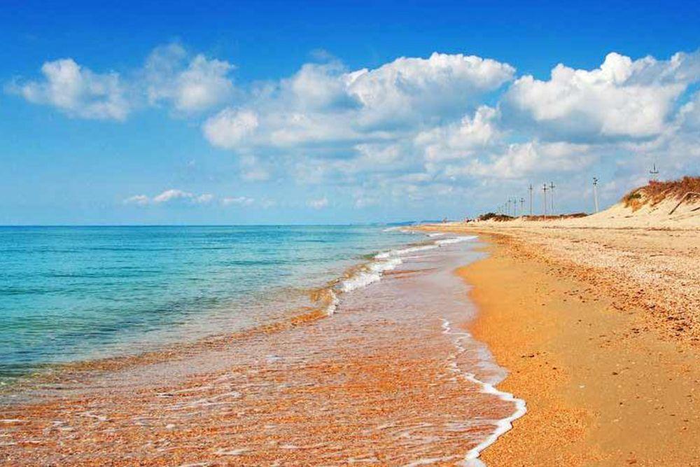 Станица Голубицкая - самый известный курортный посёлок Тамани. Одно из излюбленных мест отдыха на Азовском море гостей со всей России.