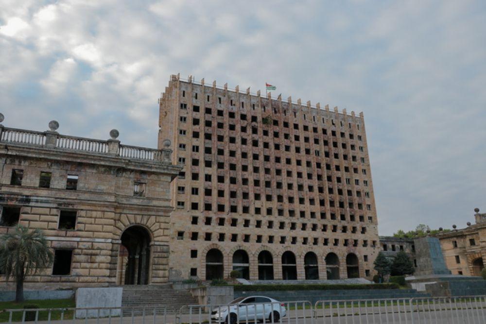 Бывшее здание правительства.