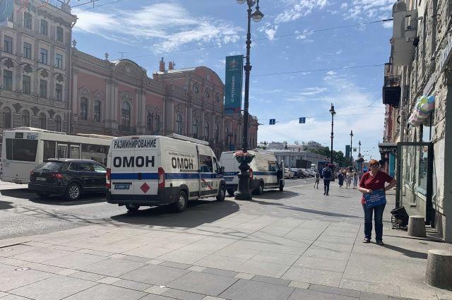 9 июня у Дома журналистов в Петербурге замечено большое количество техники ОМОН.
