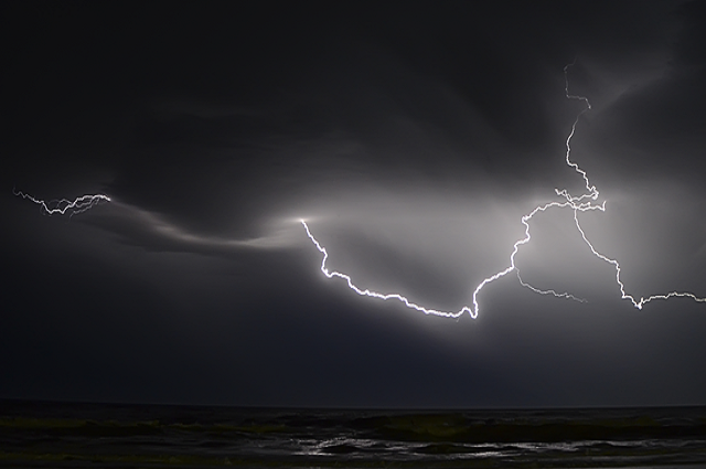 В Житомирской области от удара молнии пострадал подросток.