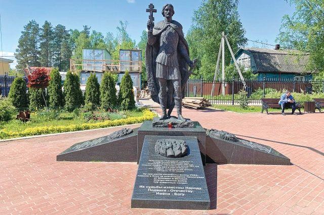 Памятник Александру Невскому в поселке Апраксин.
