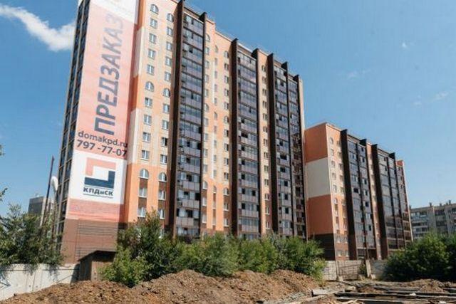 Дом на Марченко, 32 был недавно сдан в эксплуатацию. Повсюду торчали оголенные провода