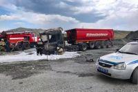 В Кувандыке на территории асфальтобетонного завода загорелся грузовик Scania.