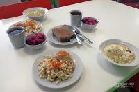 В Управлении образования Оренбургского района опяснили, кто из детей в летних лагерях не получит питания.