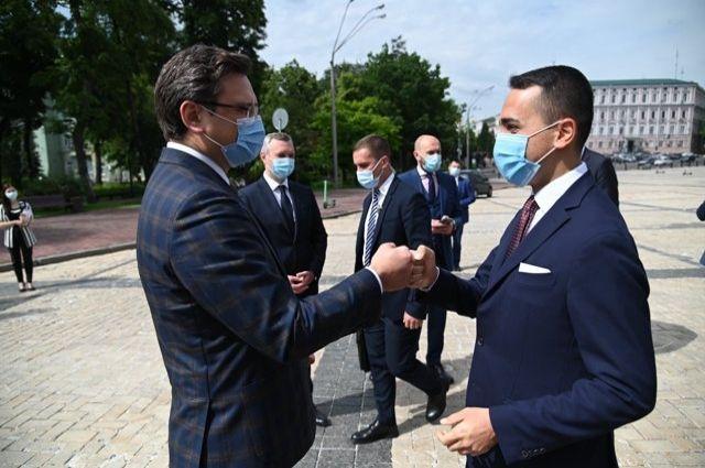 Глава МИД Италии с рабочим визитом прибыл в Украину.