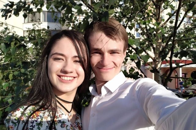 Два года назад бывший отшельник стал встречаться с девушкой.