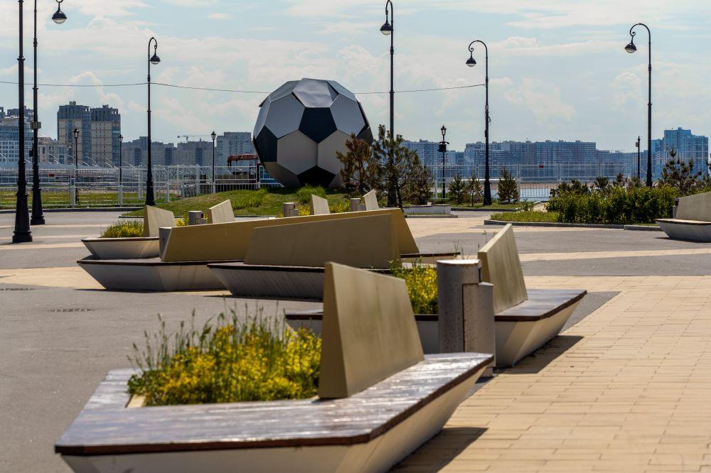 Зона отдыха у стадиона «Газпром Арена»