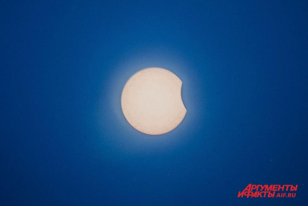 Начало солнечного затмения 10 июня 2021 года.