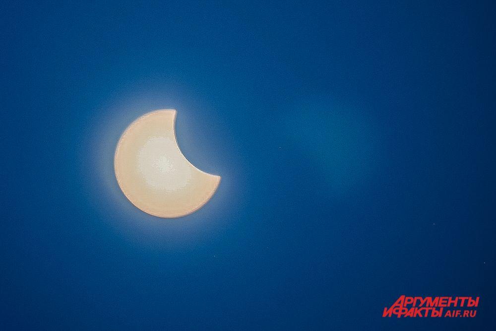 Пик солнечного затмения 10 июня 2021 года. Вид из Перми.