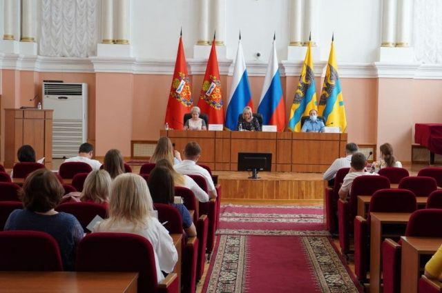 Прошло совещание по организации деятельности по обращению с твердыми коммунальными отходами в многоквартирных домах.
